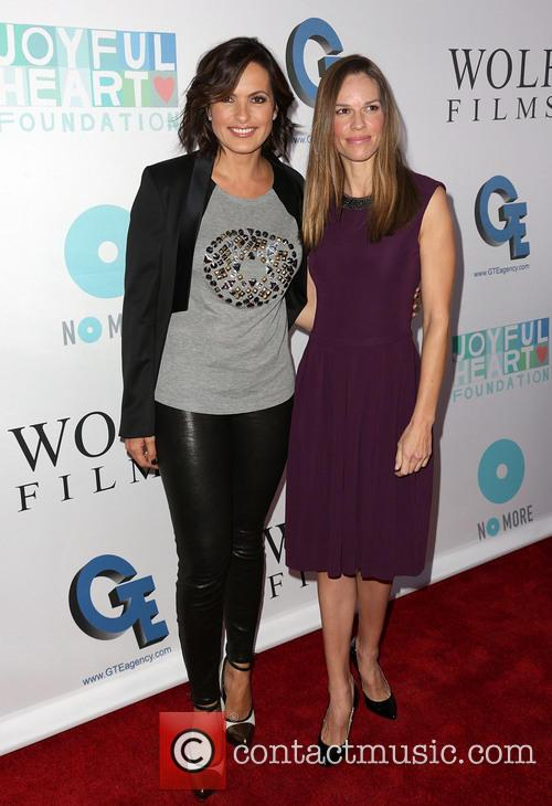 Mariska Hargitay and Hilary Swank 4