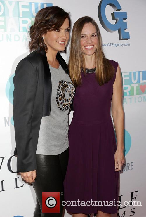 Mariska Hargitay and Hilary Swank 10