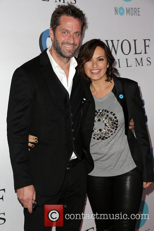 Peter Hermann and Mariska Hargitay 1