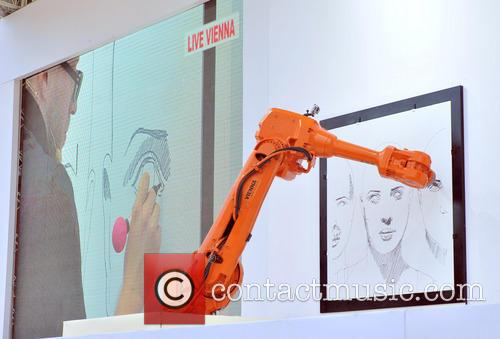 Robot replicates art in real time