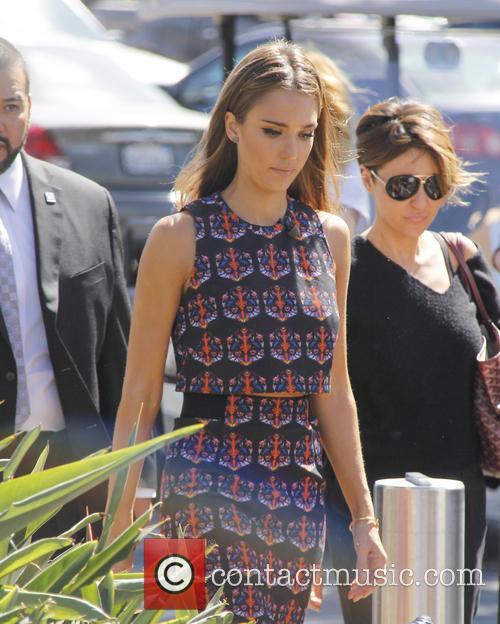 Jessica Alba and Maria Menounos 4