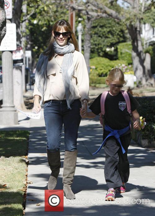 Jennifer Garner and Violet Affleck 6