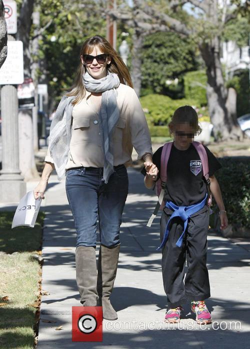Jennifer Garner and Violet Affleck 7