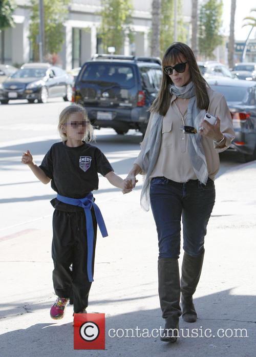 Jennifer Garner and Violet Affleck 17