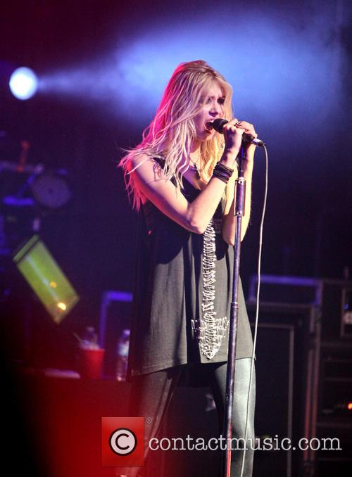 taylor momsen the pretty reckless perform at 3885540