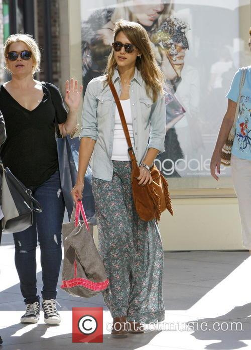 Jessica Alba Shopping Spree
