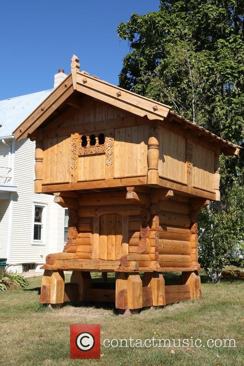 Troll House 1