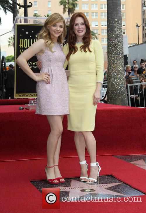 Chloe Grace Moretz and Julianne Moore 10