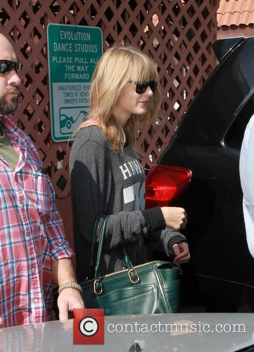 taylor swift taylor swift leaves studio 3890218
