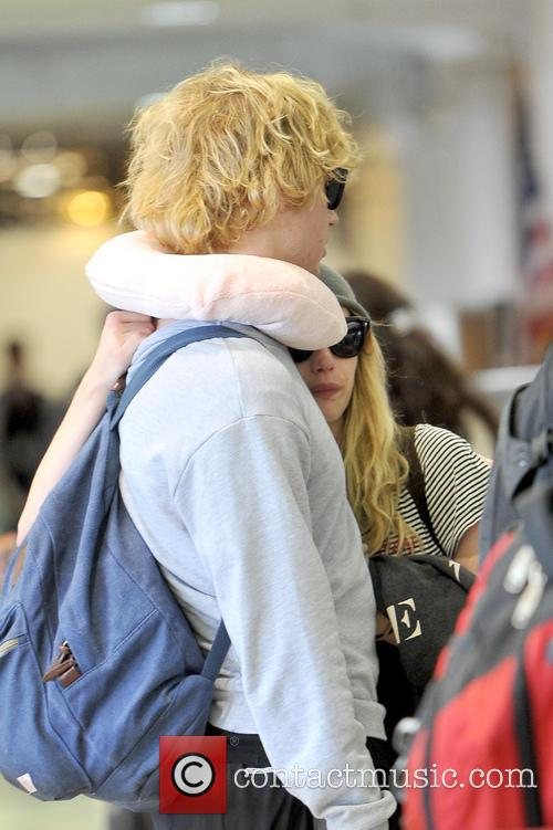 Emma Roberts and Evan Peters 8