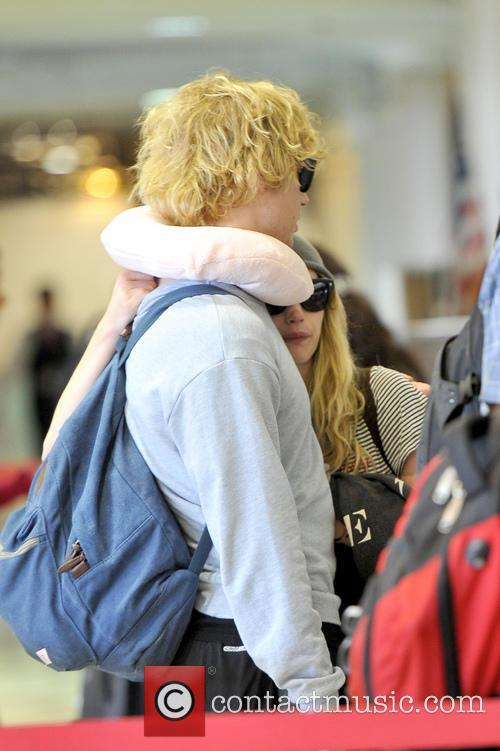 Emma Roberts and Evan Peters 14