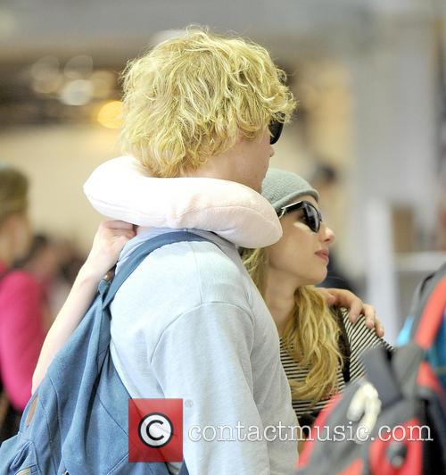 Emma Roberts and Evan Peters 15
