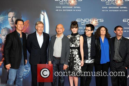 Gavin Hood, Harrison Ford, Ben Kingsley, Hailee Steinfeld, Asa Butterfield, Gigi Pritzker and Roberto Orci 4