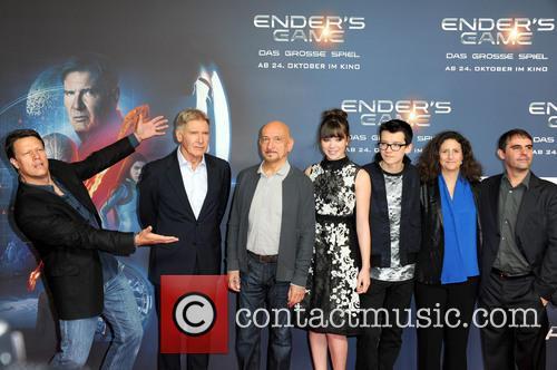 Gavin Hood, Harrison Ford, Ben Kingsley, Hailee Steinfeld, Asa Butterfield, Gigi Pritzker and Roberto Orci 5