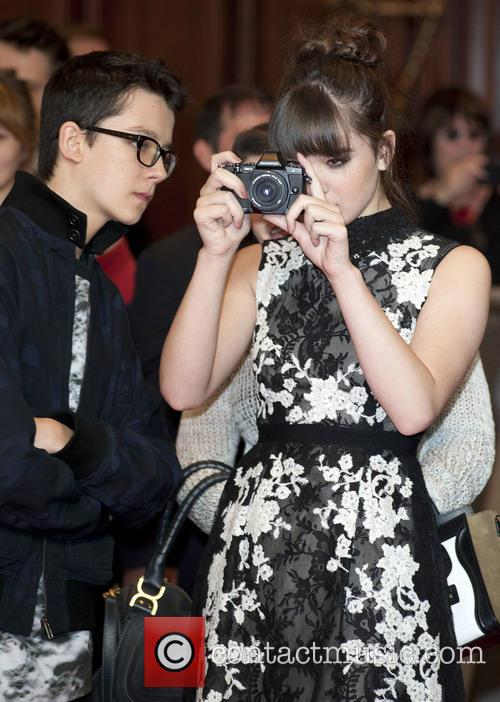 Asa Butterfield and Hailee Steinfeld 7