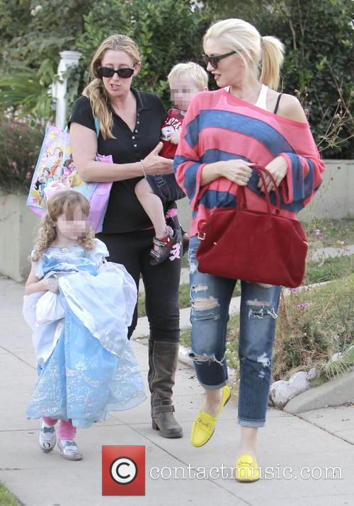 gwen stefani gwen stefani and family leave 3893310