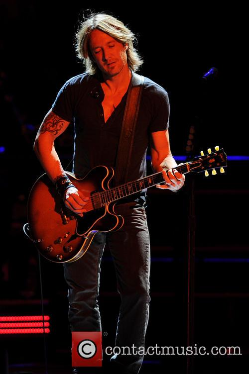 keith urban keith urban performs 3894403