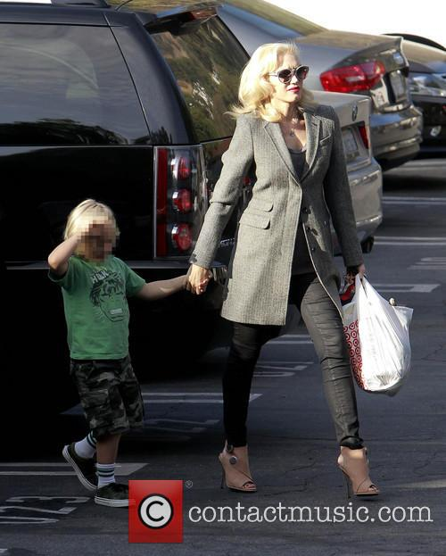 Gwen Stefani brings Zuma to school