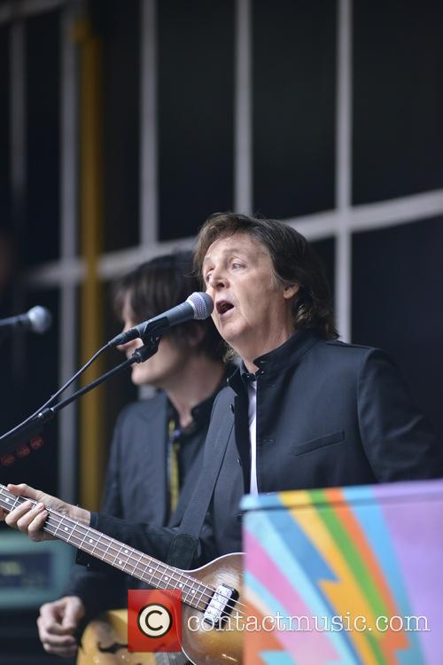 Paul McCartney does a popup concert in Times Sqaure