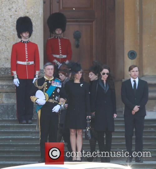 elizabeth hurley the royals film set 3900791