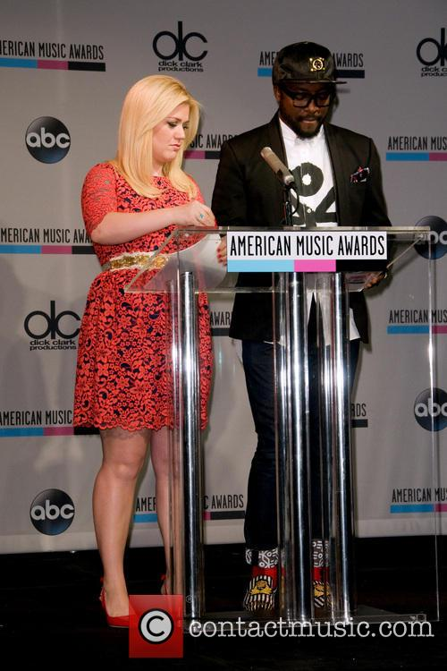 Kelly Clarkson and Will.i.am 4