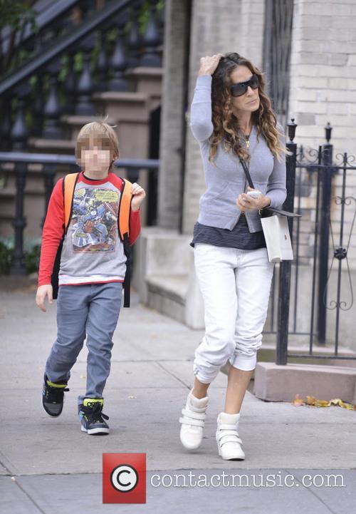 Sarah Jessica Parker takes her children to school