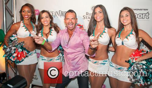 Leandro Carvalho and Miami Dolphins Cheerleaders 4