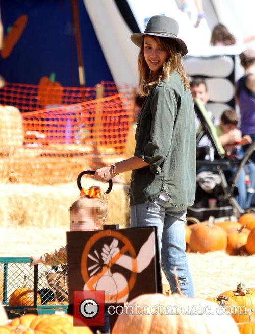 jessica alba haven garner warren mr bones pumpkin 3903379