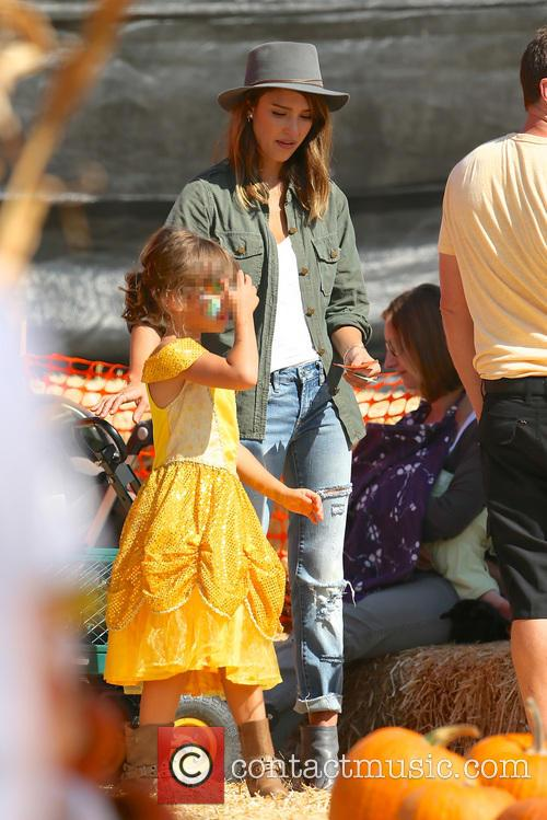 Jessica Alba, Honor Marie Warren, Mr Bones Pumpkin Patch