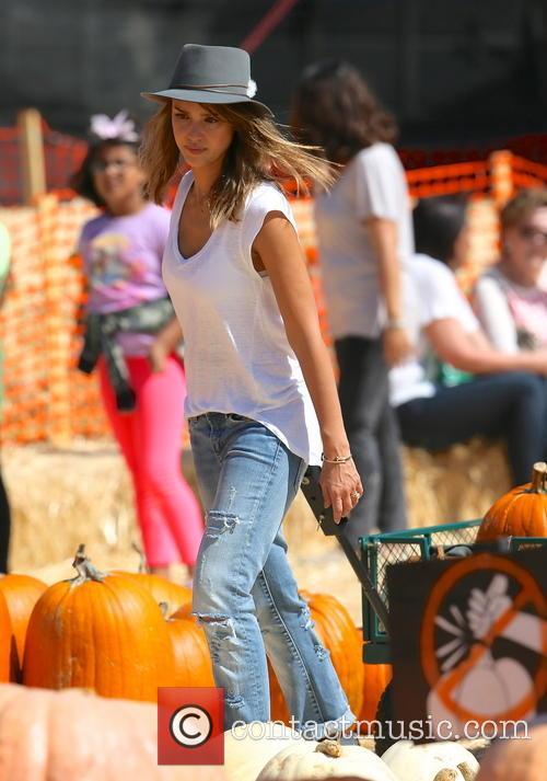 Jessica Alba, Mr Bones Pumpkin Patch