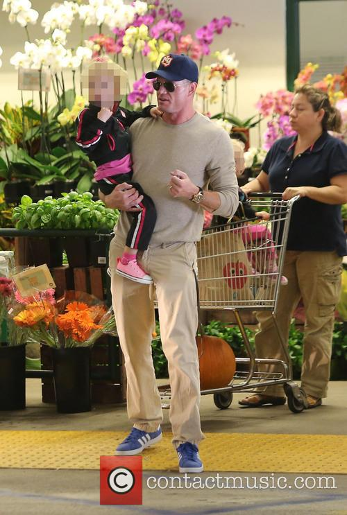 Eric Dane shopping for groceries