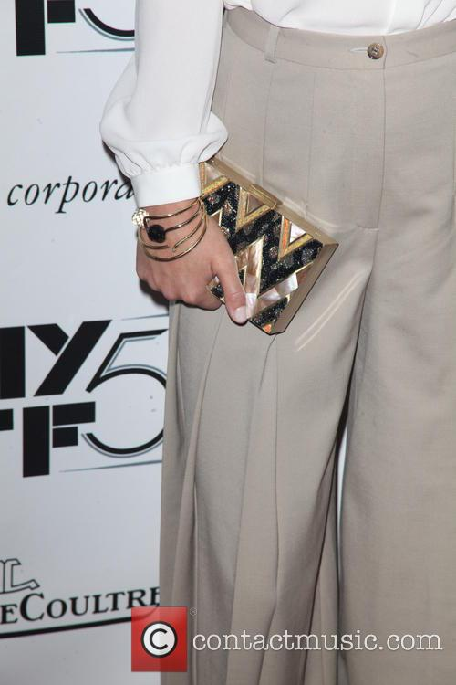 Olivia Wilde and Purse 6