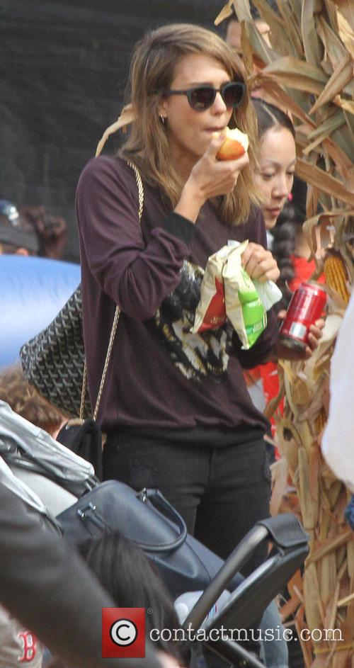 Jessica Alba At Mr Bones Pumpkin Patch