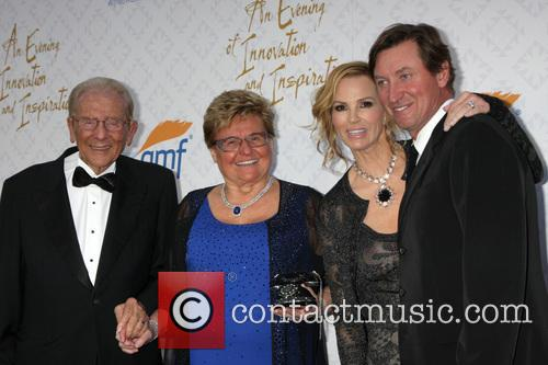 Wayne Gretzky, Rika Mann, Janet Jones Gretzky and Alfred Mann 3