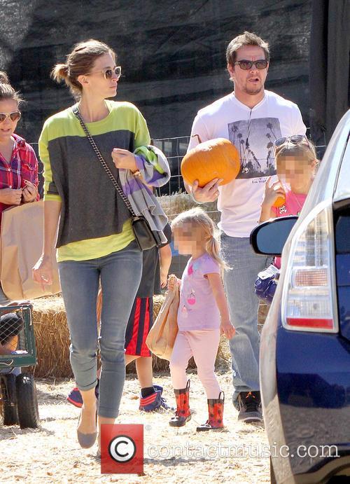Mark Wahlberg, Rhea Durham, Ella Rae Wahlberg and Grace Margaret Wahlberg 4