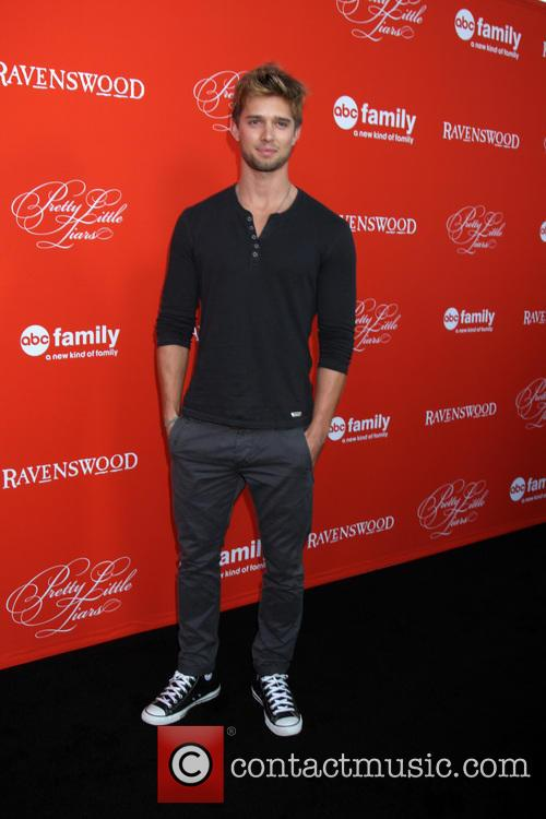 Liars and Drew Van Acker 8