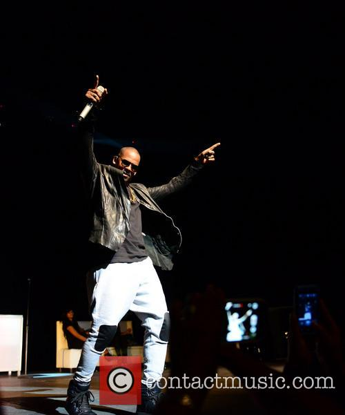 r kelly r kelly performs live in 3912197