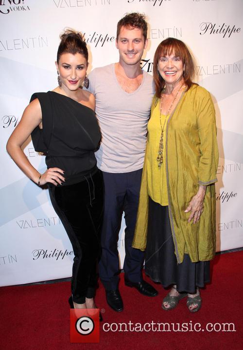 Nicole Volynets, Tristan Macmanus and Valerie Harper 3