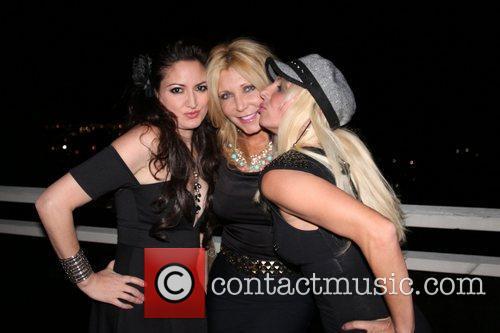 Vikki Lizzi, Pamela Bach Hasselhoff and Sabrina Parisi 5