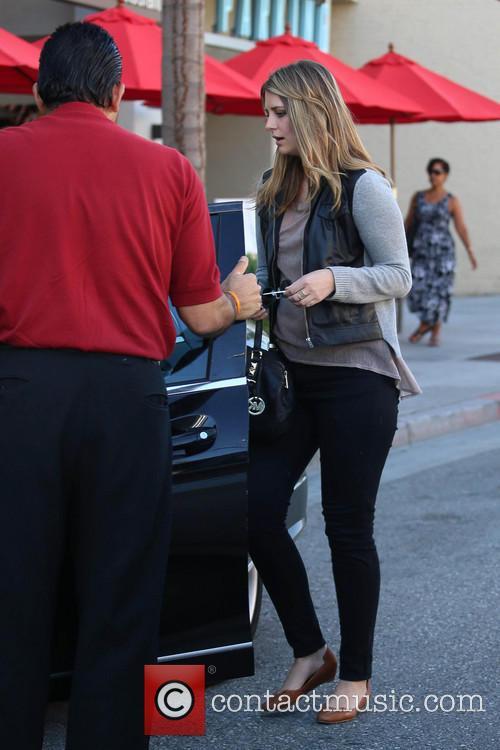 Mischa Barton picks up her car