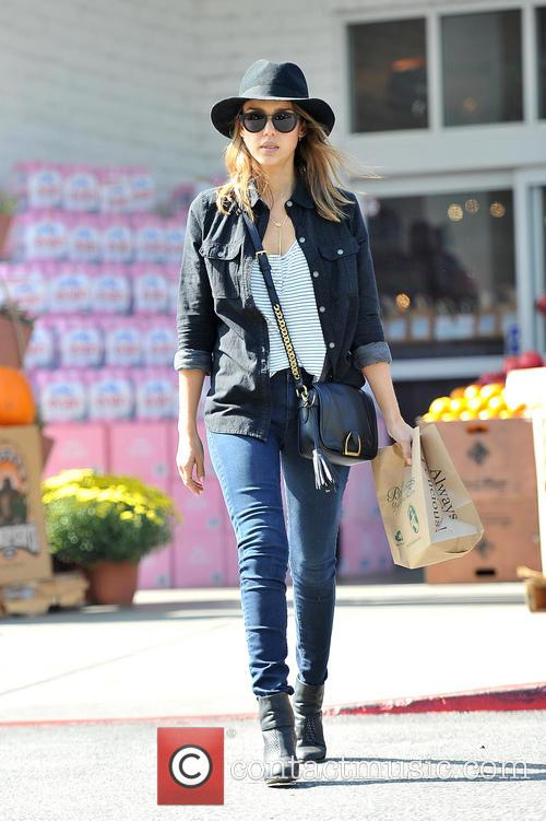 Jessica Alba leaves Bristol Farms