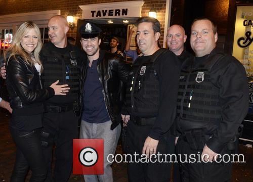 Kaitlin Olson, Rob Mcelhenney and Philadelphia Police 4