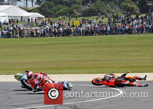 Julian Simon crashes out at the Moto2 Race