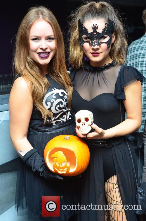 Tanya Burr and tylit/blogger) 2