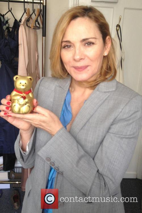 kim cattrall lindt pledges to raise 125 3915477