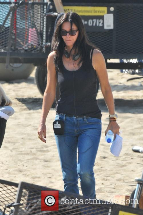 Courteney Cox directing an episode of 'Cougar Town'