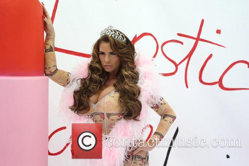 katie price katie price launches her new 3917551