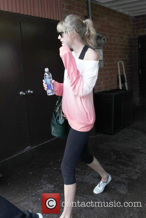 Taylor Swift exits Dance Studio