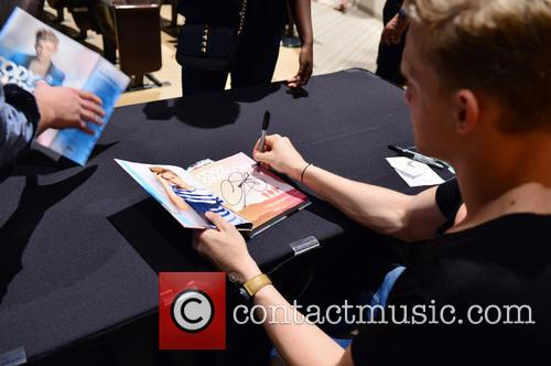 Cody Simpson performs, greets fans and signs copies...