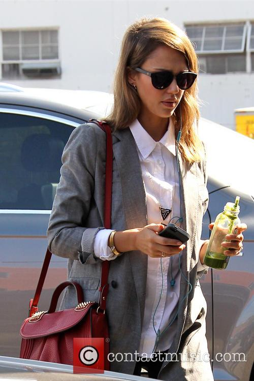 Jessica Alba shopping at 'Bel Bambini'